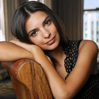 Free online flash games - Emily Ratajkowski Jigsaw game - Games2Dress